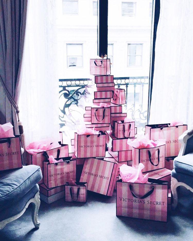 Как правильно подобрать нижнее белье в подарок